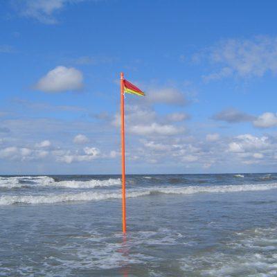 Badezonen-Markierung am Loog-Strand